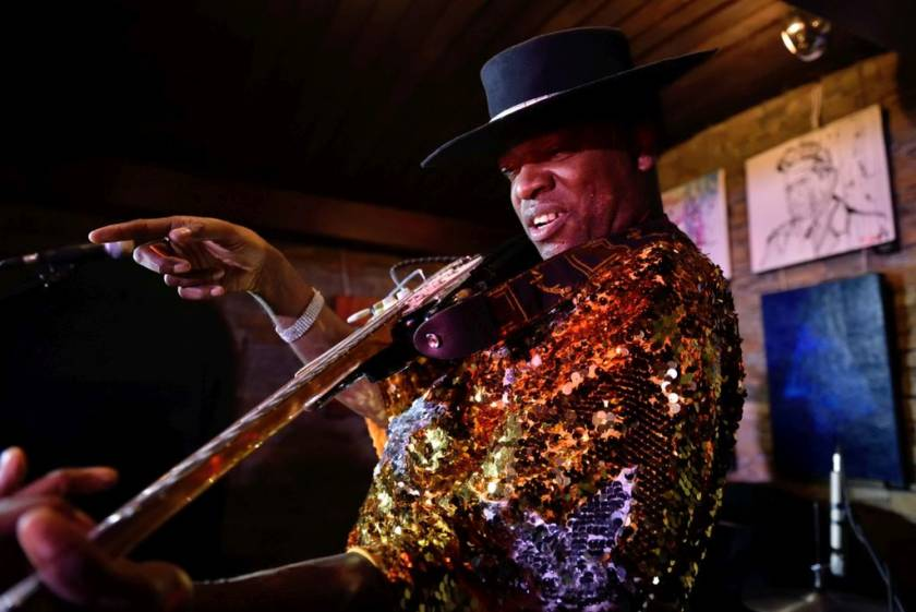 Carvin Jones at Hard Rock Pub Pamela by Wojtek Zilmann