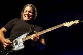 Tommy Castro with castrocaster at Jimiway Blues Festival 2018